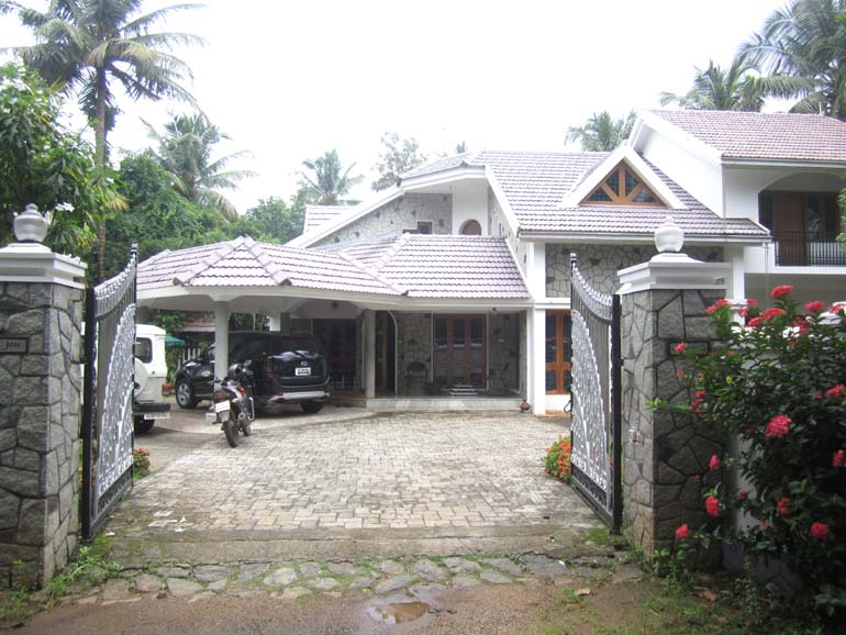 POSH BUNGLOW FOR SALE AT THRISSUR