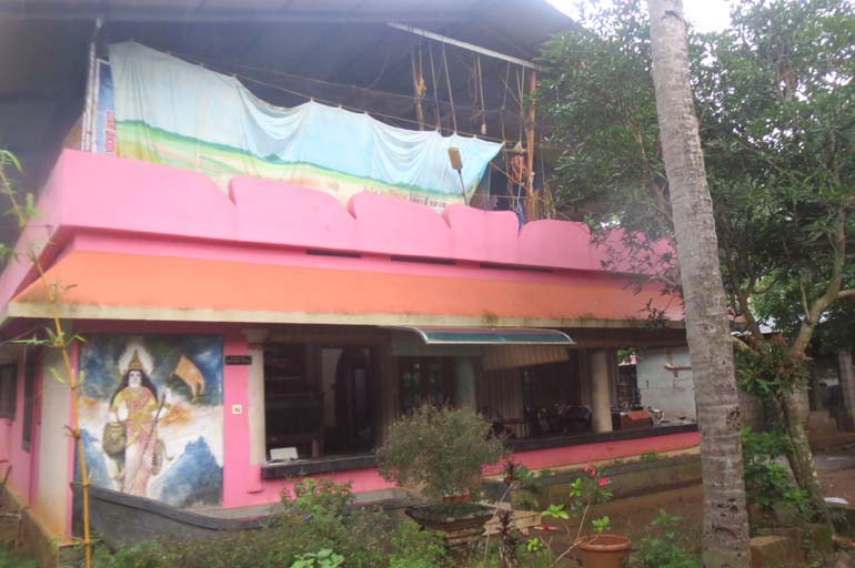 Land House for sale at Paravur
