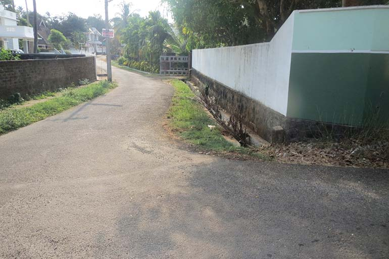 LAND FOR SALE AT OLLUR IN TRICHUR DISTRICT.